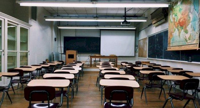 Școlile rămân închise până după Paște? Ce zice ministrul Educației?