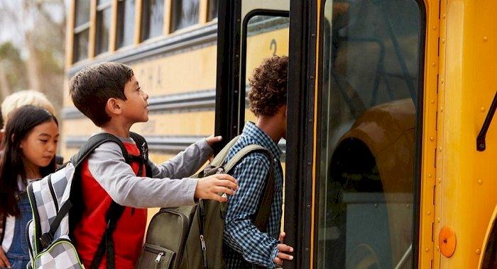 """Transport gratuit pentru elevi. """"Elevii vor circula spre școală doar pe baza carnetului de elev"""""""