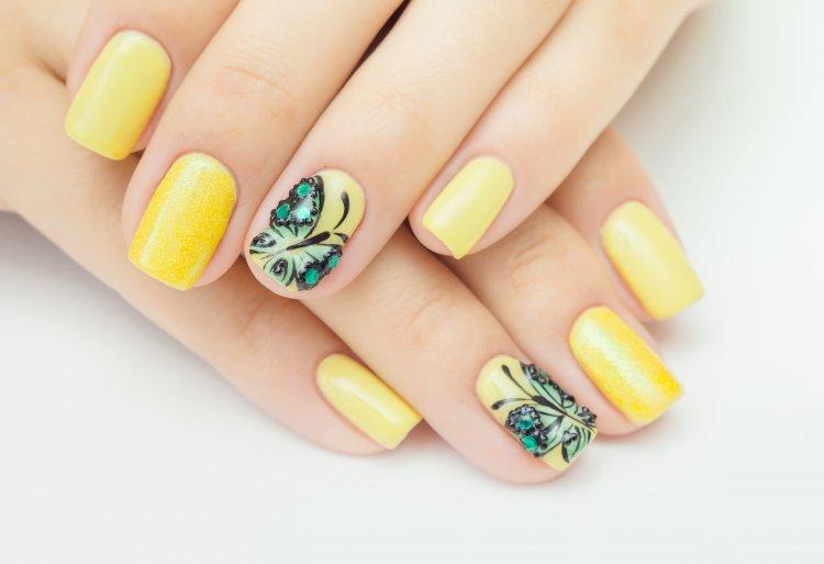 Culori și modele de unghii pe care le poți încerca