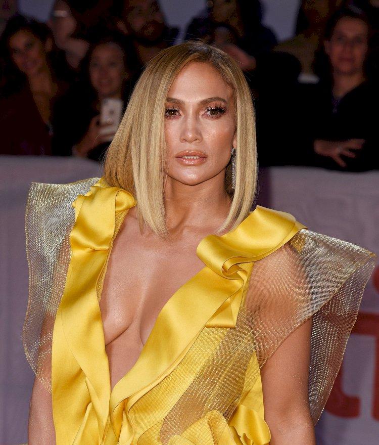 """Jennifer Lopez, incident neplăcut la începutul carierei în film: """"Mi-a cerut să-mi dau bluza jos … Voia să-mi vadă sânii"""