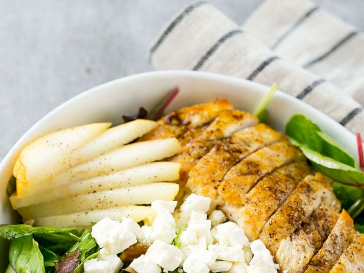 Salată de avocado, pere şi rodii