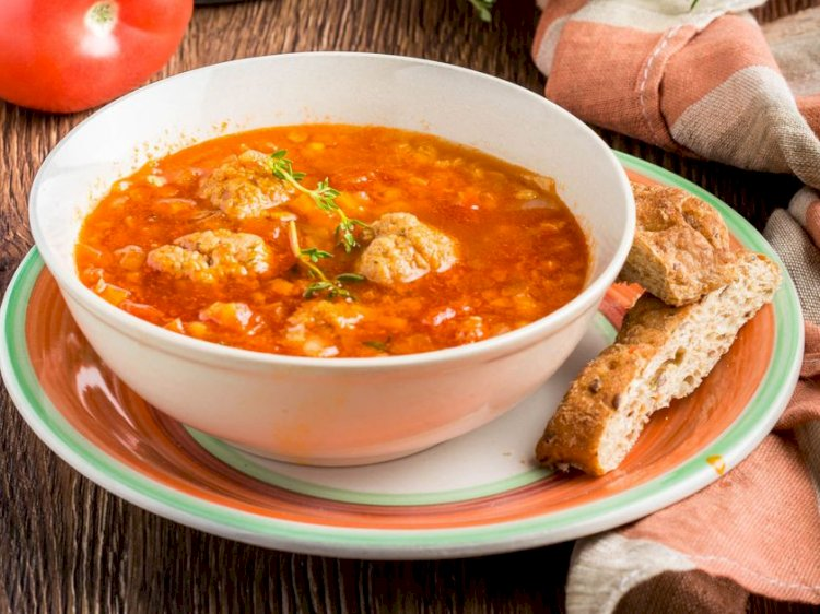 Supă de linte cu perişoare