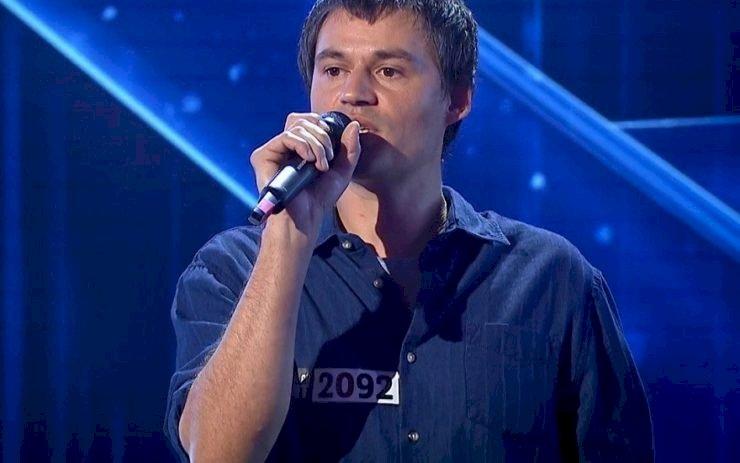 """Erno Varga, spălătorul de vase cu o voce impresionantă a obținut primul """"Golden Buzz"""" din această ediție """"Românii au Talent""""."""